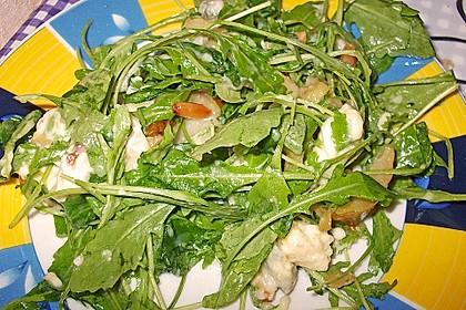 Rucolasalat mit karamellisierten Birnen, Blauschimmelkäse und Pinienkernen 3