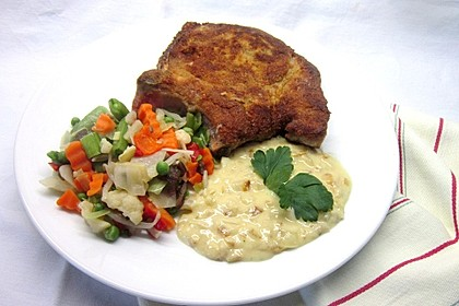 Panierte Koteletts mit Zwiebel-Rahm-Soße 3