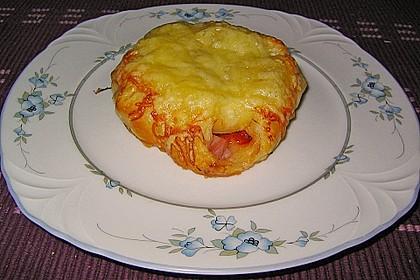 Blätterteigtascherl nach Art von Pizza *Hawaii* 2