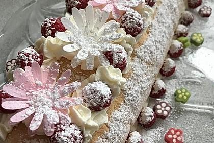 Biskuitrolle mit Erdbeerfüllung 27