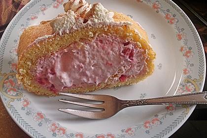Biskuitrolle mit Erdbeerfüllung 49