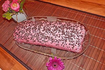 Biskuitrolle mit Erdbeerfüllung 36