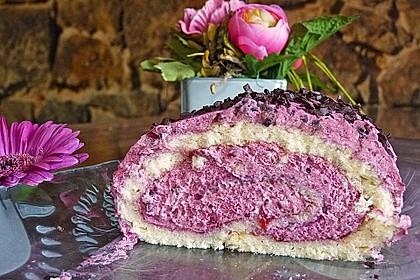 Biskuitrolle mit Erdbeerfüllung 13