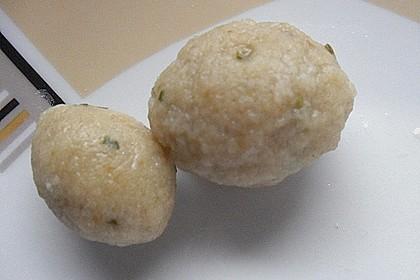 Leckere Suppeneinlage aus Semmelbrösel 9