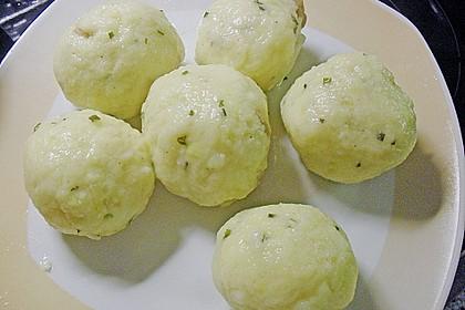 Leckere Suppeneinlage aus Semmelbrösel 2