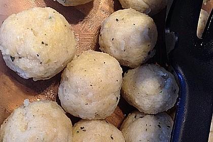 Leckere Suppeneinlage aus Semmelbrösel 8