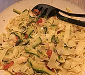 Nudeln mit Zucchini und Garnelen (Bild)