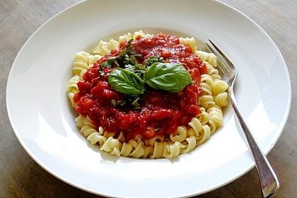 Spaghetti mit Tomaten-Apfel-Sauce (Bild)