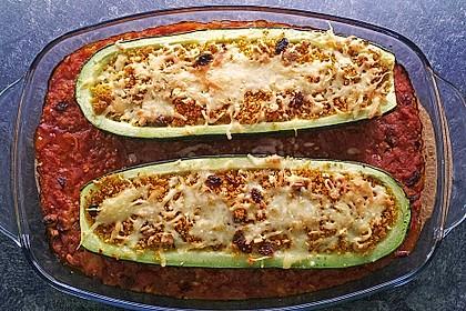 Mit Gewürz-Couscous gefüllte Zucchini 1