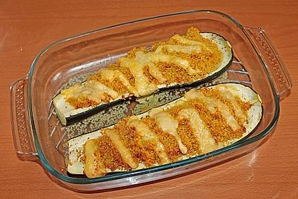 Mit Gewürz-Couscous gefüllte Zucchini 5