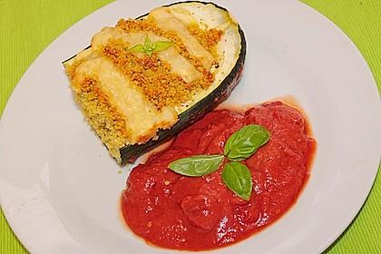 Mit Gewürz-Couscous gefüllte Zucchini