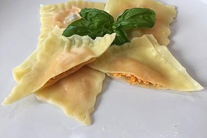 Ravioli gefüllt mit Süßkartoffeln und Ricotta 1