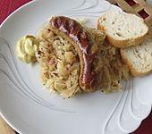Sauerkraut mit Bratwurst (Bild)