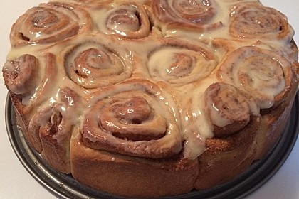 Cinnamon Rolls with Cream Cheese Frosting 171