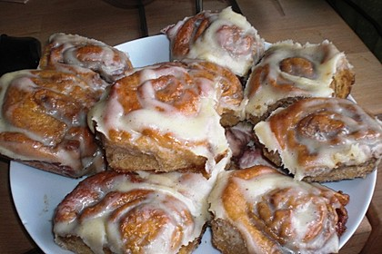 Cinnamon Rolls with Cream Cheese Frosting 179