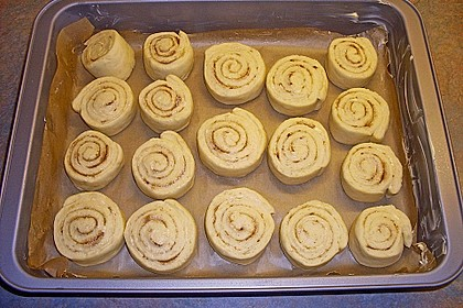 Cinnamon Rolls with Cream Cheese Frosting 204