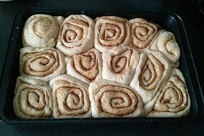 Cinnamon Rolls with Cream Cheese Frosting 225