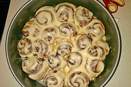 Cinnamon Rolls with Cream Cheese Frosting 190