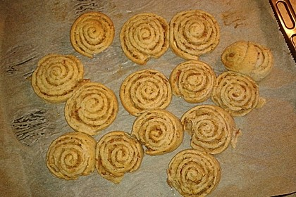 Cinnamon Rolls with Cream Cheese Frosting 211