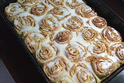 Cinnamon Rolls with Cream Cheese Frosting 195