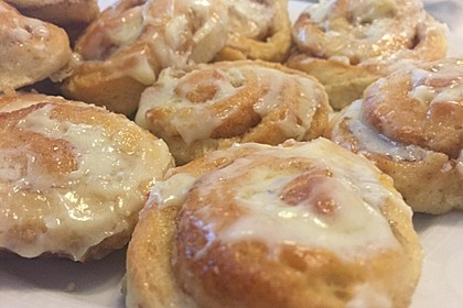 Cinnamon Rolls with Cream Cheese Frosting 196