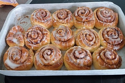 Cinnamon Rolls with Cream Cheese Frosting 222