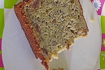 Bananenkuchen mit Datteln, Pecannüssen und Ahornsirup (Bild)
