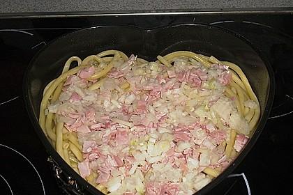 Makkaroni-Torte mit Schinken und Gorgonzola (Bild)