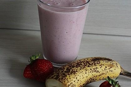 Erdbeer-Bananen-Milchshake mit Zimt 3