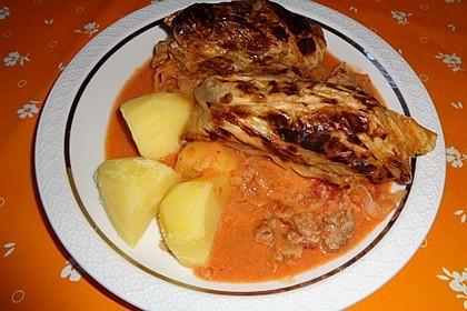 Spitzkohl-Rouladen in Tomatensauce 7