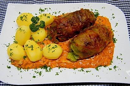 Spitzkohl-Rouladen in Tomatensauce 1