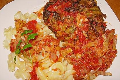Spitzkohl-Rouladen in Tomatensauce 14
