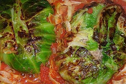 Spitzkohl-Rouladen in Tomatensauce 9