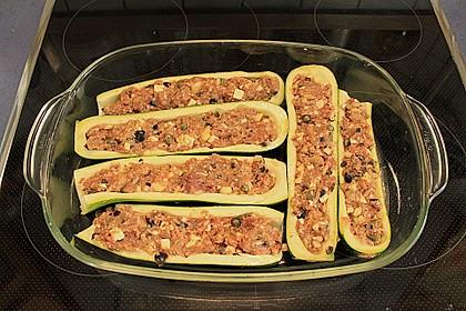 Gefüllte Zucchini mit Feta und Oliven 6