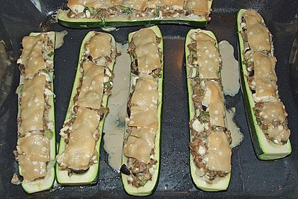 Gefüllte Zucchini mit Feta und Oliven 5