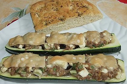 Gefüllte Zucchini mit Feta und Oliven 4