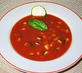 Tomatensuppe mit Mango und Zucchini (Bild)