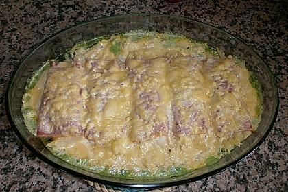 Spinatauflauf mit gefüllten Schinken-Käse Röllchen 7