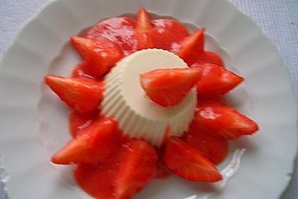 Mascarpone-Panna Cotta mit Erdbeersauce 12