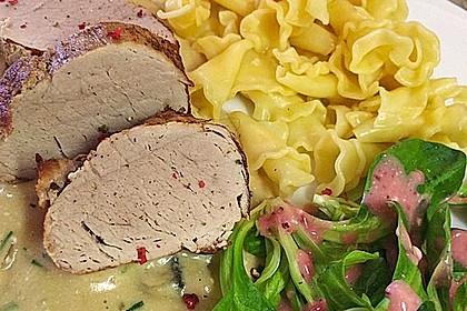 Bandnudeln mit Schweinefilet in Champignon-Rahm-Sauce