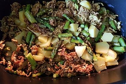 Spargel-Hack-Pfanne mit grünen Bohnen und Pellkartoffeln 4