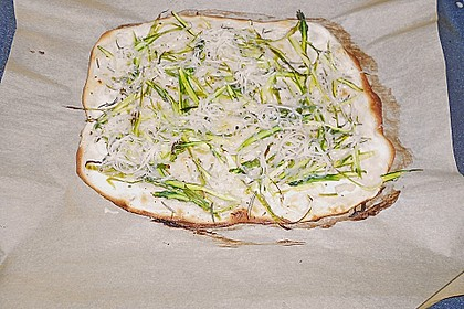 Spargelflammkuchen mit Serranoschinken 37