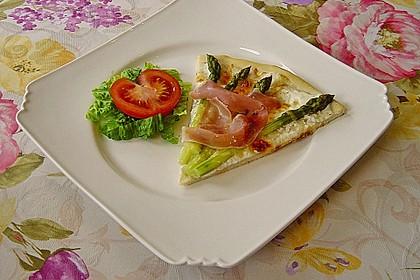 Spargelflammkuchen mit Serranoschinken 15