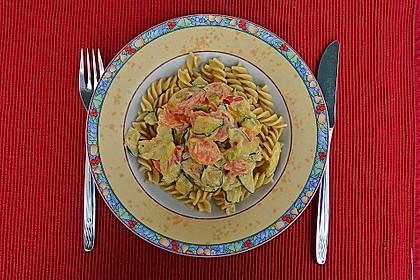 Zucchini-Möhren-Nudeln mit einer cremigen Sauce 10