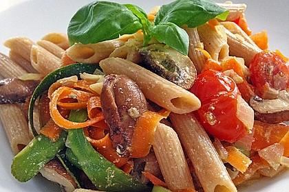 Zucchini-Möhren-Nudeln mit einer cremigen Sauce 27