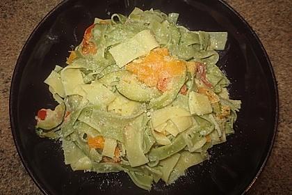 Zucchini-Möhren-Nudeln mit einer cremigen Sauce 28