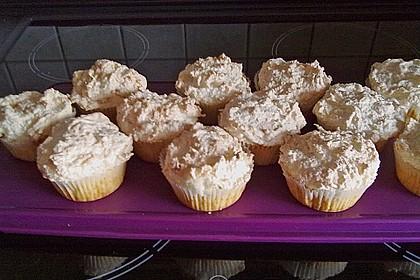 Kokosbaiser-Muffins mit Raffaello (Bild)
