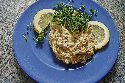 Thunfisch-Kräutercreme in Gurkenbissen 2