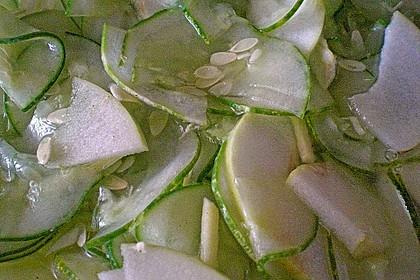Koreanischer Gurken-Apfelsalat