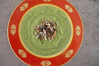 Avocadosuppe mit Pinienkernen 2